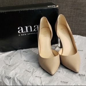 a.n.a. Nude Pumps